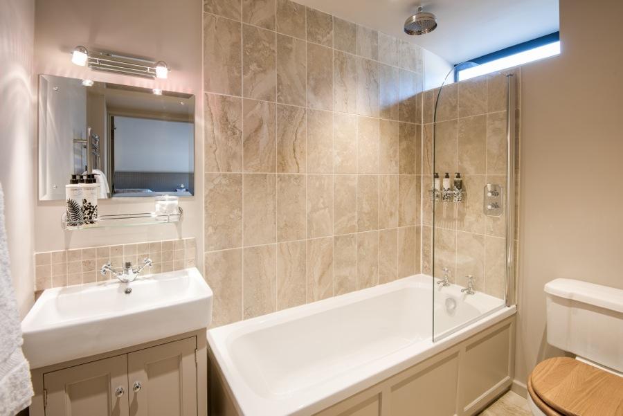 12. En-suite bathroom to downstairs twin bedroom in Cowshed